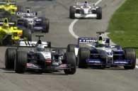 Decydujący moment GP: R. Schumacher (z prawej) wyprzedza tuż po starcie Coultharda