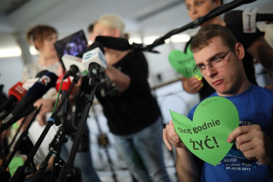 Decyzja może być związana z protestem niepełnosprawnych w Sejmie / PAP/Leszek Szymański /PAP