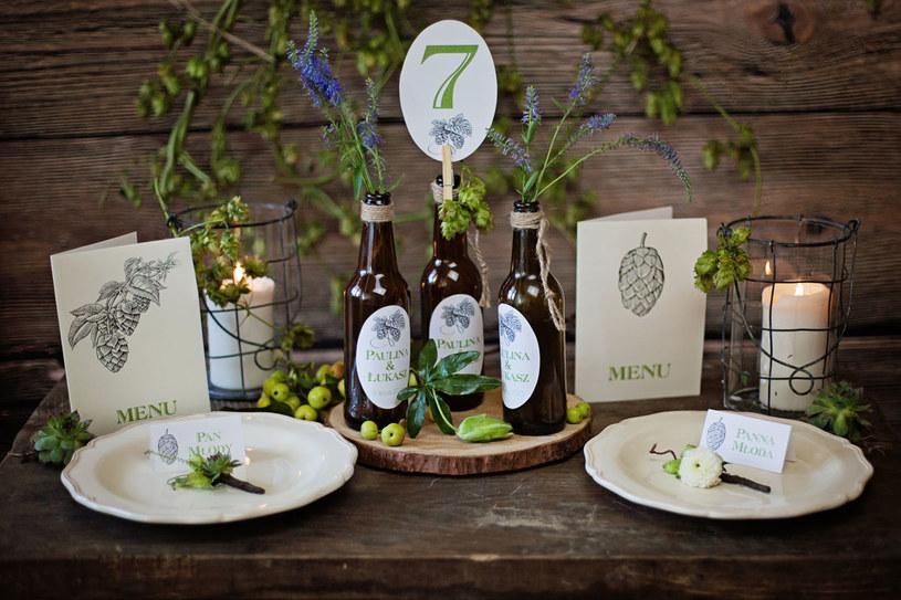 Dekoracja stołu oraz przestrzeni powinna nawiązywać do bukietu panny młodej, który jest bazą do wszelkich dekoracji /Agnieszka Tomkiel  /Wedding