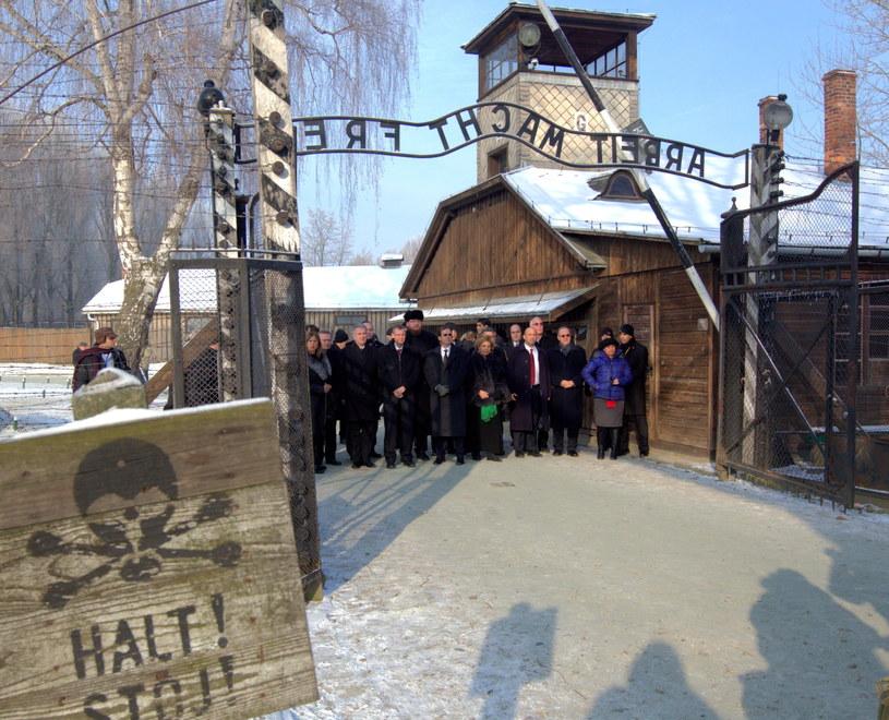 Delegacja Knesetu, parlamentu Izraela, podczas zwiedzania byłego niemieckiego obozu Auschwitz /Andrzej Grygiel /PAP