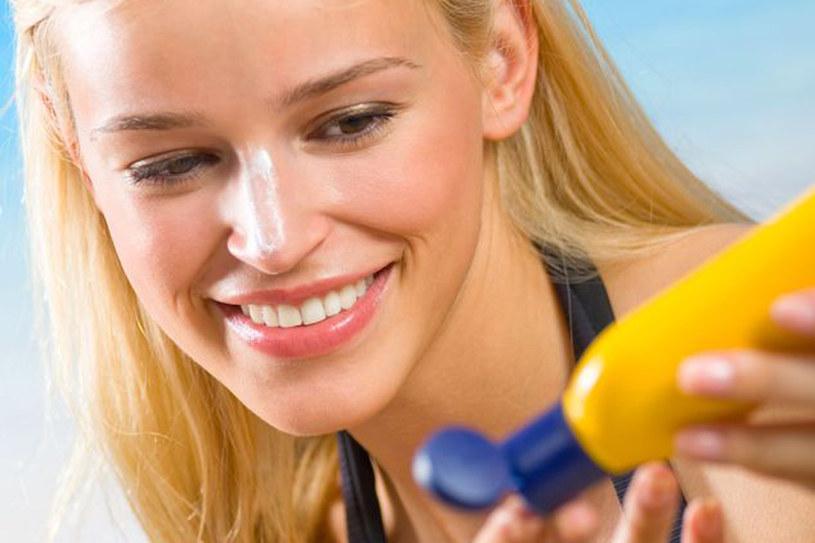 Delikatną skórę twarzy powinnać chronić szczególnie /123RF/PICSEL