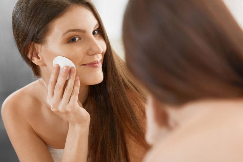 Demakijaż to podstawa pielęgnacji skóry /©123RF/PICSEL