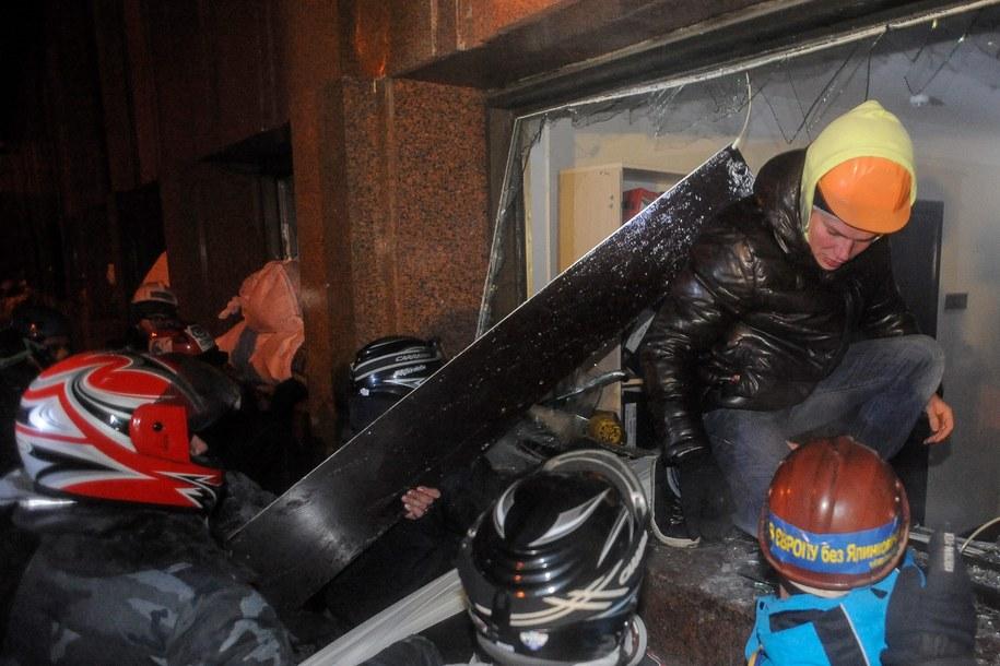 Demonstanci przy Ukraińskim Domu /ROMAN PILIPEY /PAP/EPA