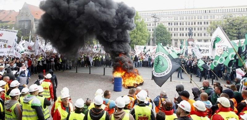 Demonstracja górniczych związków zawodowych, domagających od rządu planu ratunkowego dla branży /Andrzej Grygiel /PAP