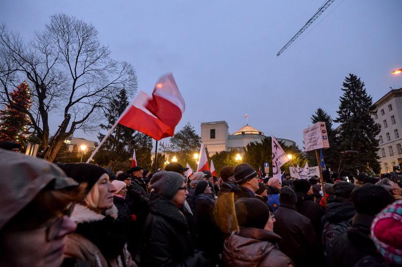 Demonstracja przed Sejmem /Marcin Obara /PAP