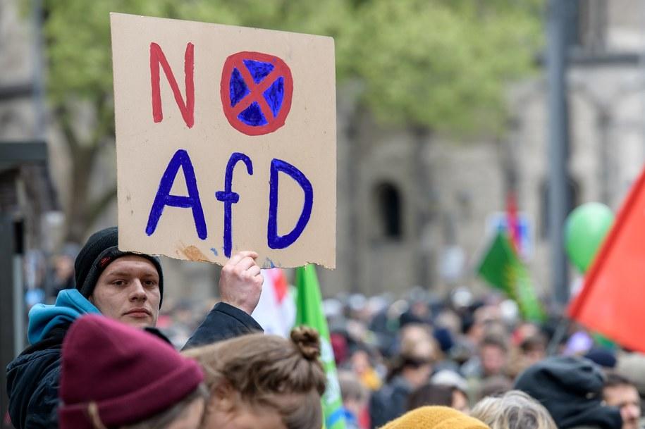 Demonstranci blokowali między innymi wejście do hotelu, gdzie odbywa się zjazd. /JOERG SCHUELER  /PAP/EPA