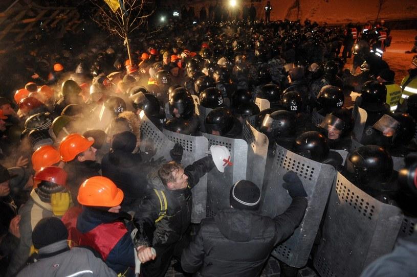 Demonstranci kontra milicja /PAP/EPA