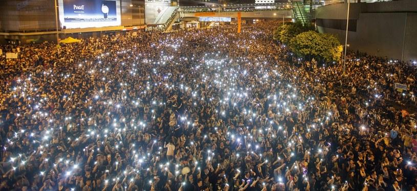 Demonstranci w Hongkongu do środy czekają na odpowiedź od władz /PAP/EPA