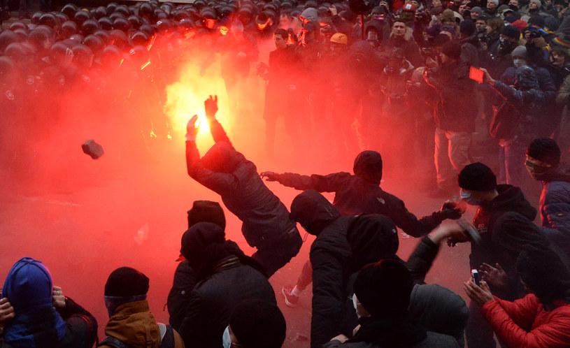 Demonstrujący na ulicach Kijowa /AFP