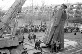 Demontaż komunistycznych pomników