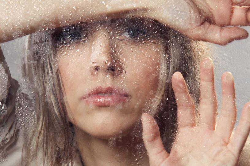 Depresja przez długie lata wiązana była tylko i wyłącznie z psychiką. Najnowsze badania dowodzą jednak, że towarzyszą jej zaburzenia w układzie odpornościowym /123RF/PICSEL