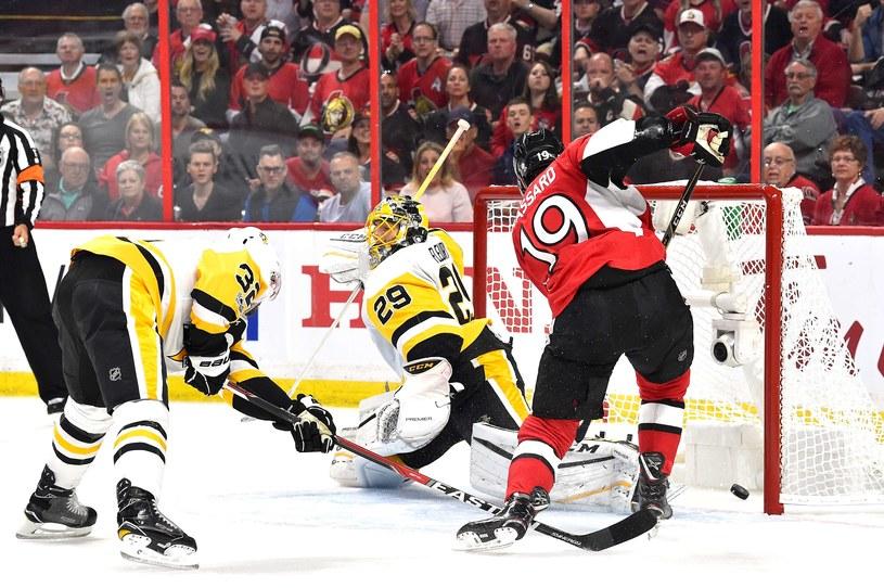 Derick Brassard strzela gola dla Ottawa Senators /AFP