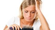 Dermatolog: Najczęstszą przyczyną wypadania włosów jest stres