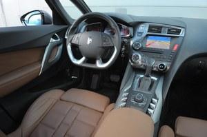 Design wnętrza DS5 zasługuje na same pochwały. Świetnie, że nie ma tu elementów zapożyczonych z innych Citroenów. Kierowcy przeszkadzać może jedynie duża i mocno spłaszczona kierownica. /Motor