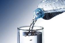 """""""Deutsche Welle"""": Mikroplastik jest wszędzie. Także w wodzie mineralnej"""