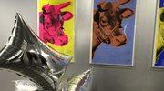 Diamentowy proszek i latające poduszki Warhola w Paryżu
