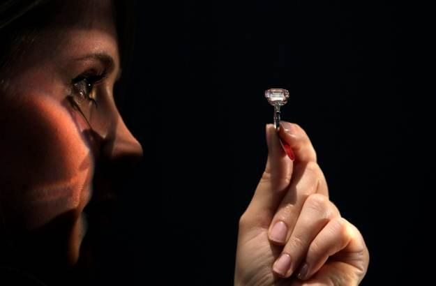 Diamenty są wieczne - i niedługo będą wykorzystywane w komputerach kwantowych /AFP
