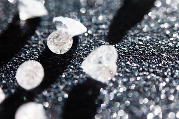 Diamenty spełniają nie tylko cechy ozdobne, ale i są funkcjonalne w fizyce /©123RF/PICSEL