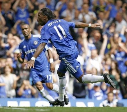 Didier Drogba cieszy się z...przypadkowej bramki /AFP