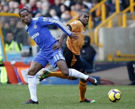 Didier Drogba strzelił dwa gole na Molineux /AFP