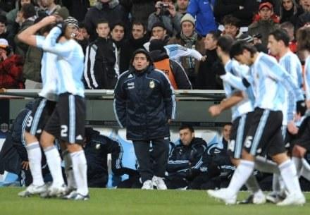 Diego Maradona jest dumny z występu swoich piłkarzy /AFP