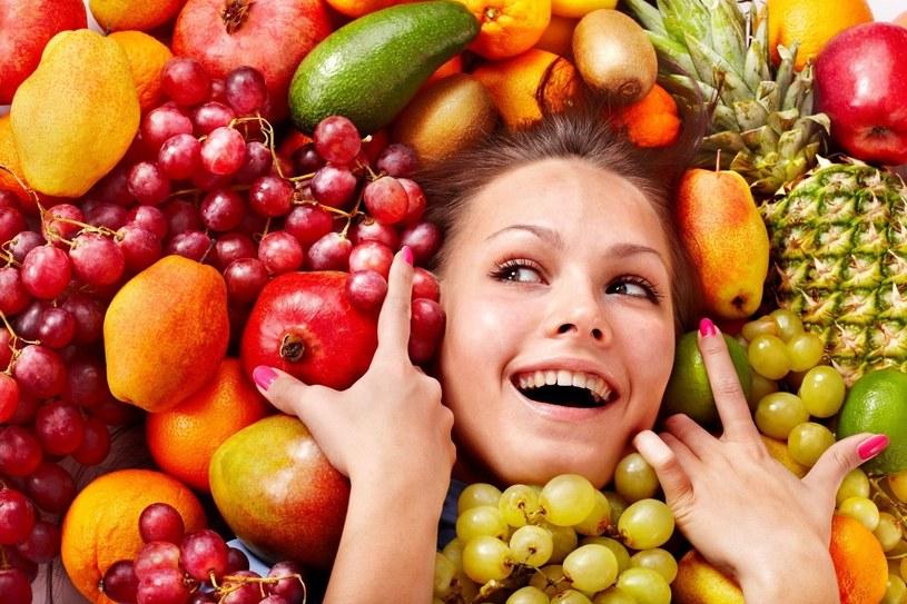 Dieta pielęgnująca skórę od wewnątrz powinna opierać się na dużej ilości owoców i warzyw /©123RF/PICSEL