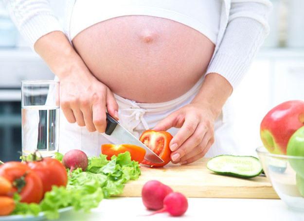Dieta u kobiety ciężarnej jest niezwykle ważna dla prawidłowego rozwoju dziecka /©123RF/PICSEL