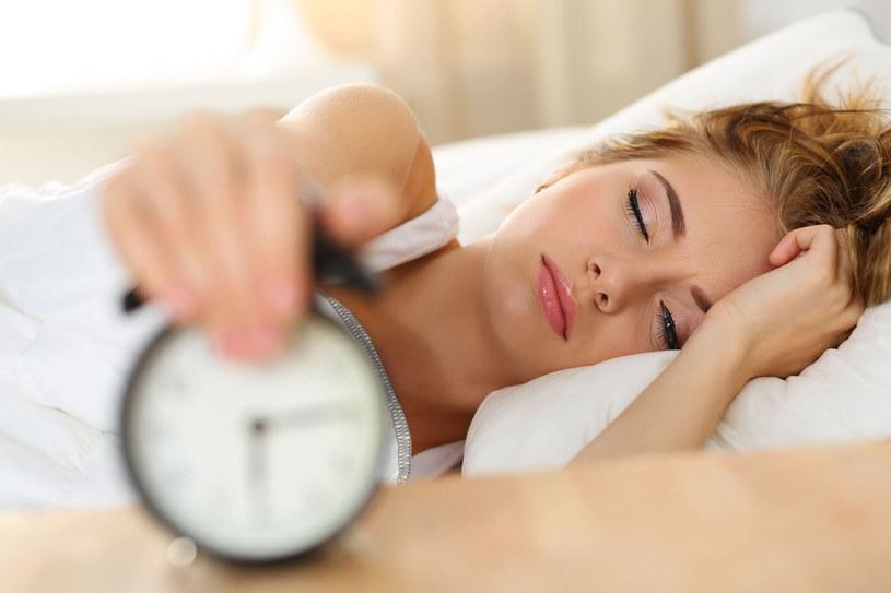 Dieta wpływa na jakość snu /123RF/PICSEL