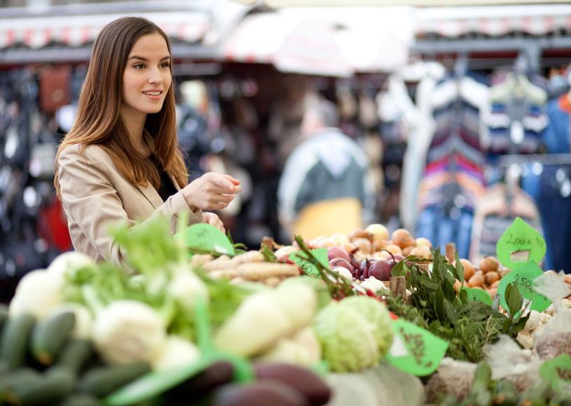 Dietetycy i lekarze zalecają spożywanie produktów jak najmniej przetworzonych - jednym słowem, unikajmy etykiet /©123RF/PICSEL