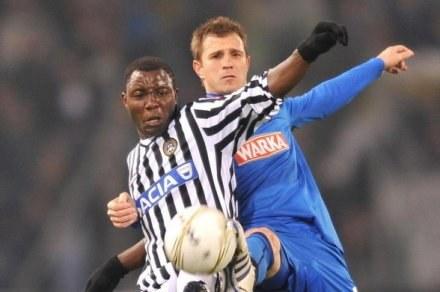 Dimitrije Injać w walce z Kwadwem Asamoahem z Udinese Calcio /AFP