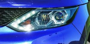 Diodowe światła przednie są wyposażeniem standardowym najdroższych odmian Tekna i Black Edition. (kliknij, żeby powiększyć) /Motor