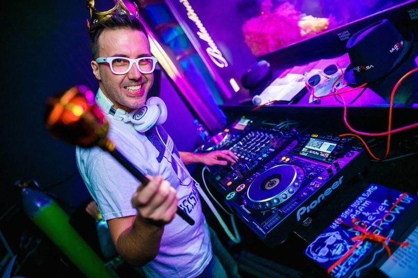 DJ Adamus /fot. Bartko Dębkowski / Kreatyw! Media / http://kreatyw-media.pl /materiały promocyjne