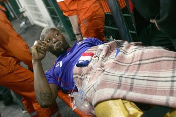 Djibril Cisse  doznał poważnej kontuzji w meczu z Chinami /AFP