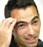Djorkaeff zastanawia się nad ofertą Rovers /AFP