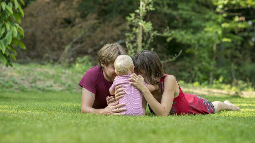 Dla dzieci ważniejszy jest czas rodzica niż jego pieniądze /123RF/PICSEL