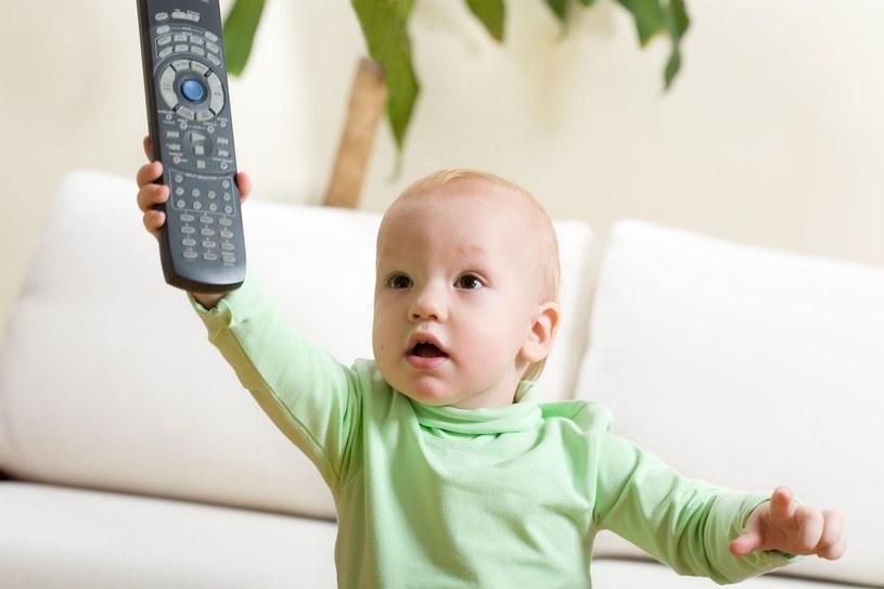 Dla niemowląt telewizja jest zlepkiem nic nie znaczących obrazów i kolorów /©123RF/PICSEL