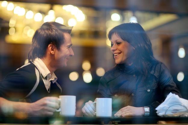 Dla większości Polaków główny cel wyjścia do kawiarni to spotkanie ze znajomymi. /© Panthermedia