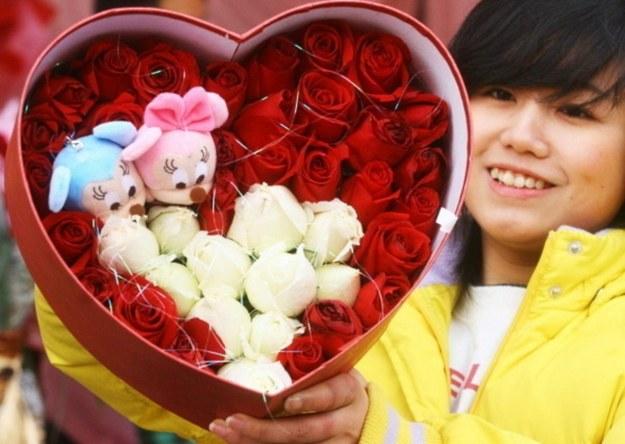 Dla wielu Chinek bycie w związku i posiadanie męża to wciąż wyznaczniki życiowego sukcesu /AFP