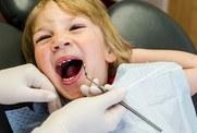 Dlaczego moje dziecko ma krzywe zęby?