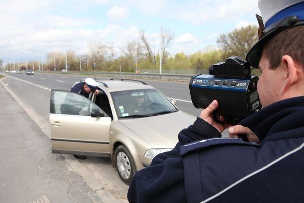 Dlaczego nie łamiesz przepisów? Bo boisz się policji? / Fot: Tomasz Radzik /Agencja SE/East News