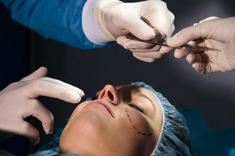 Dlaczego Polacy decydują się na operacje plastyczne? /©123RF/PICSEL