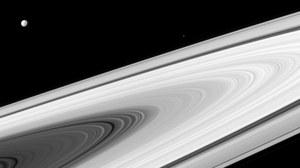 Dlaczego przy Saturnie nie widać gwiazd?