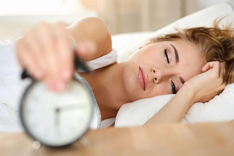 Dlaczego sypiamy tak mało? /©123RF/PICSEL