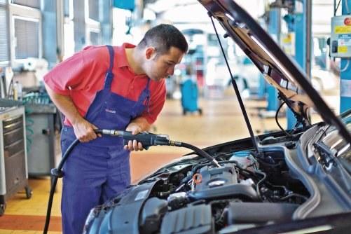 Długie okresy między wymianami oleju szkodzą /Motor