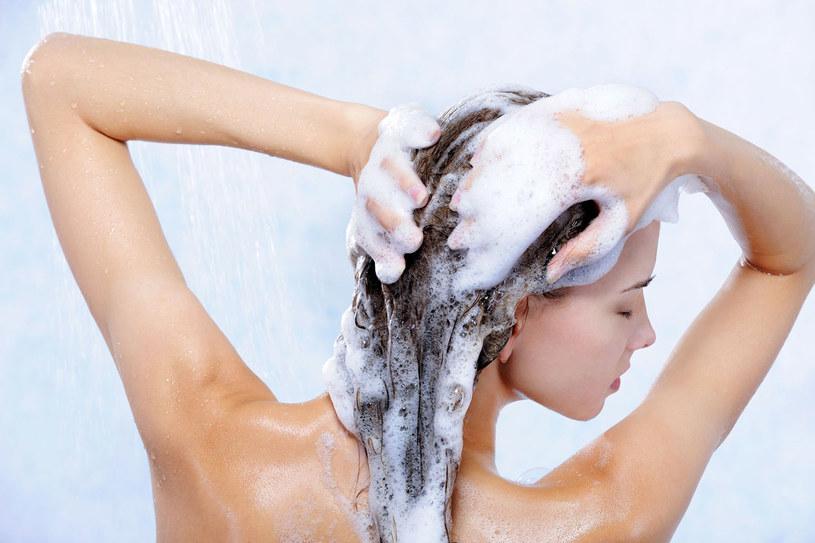 Długie włosy potrzebują wzmocnienia /123RF/PICSEL