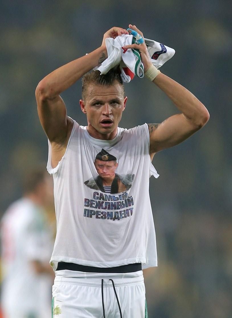 Dmitrij Tarasow w koszulce z wizerunkiem Władimira Putina /AFP