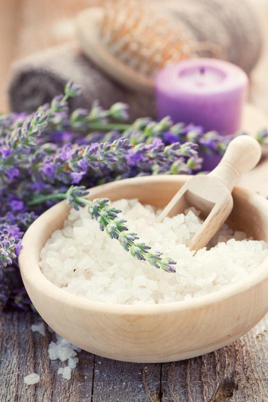 Do celów kosmetycznych stosuj sól kamienną lub z Morza Martwego  /© Panthermedia