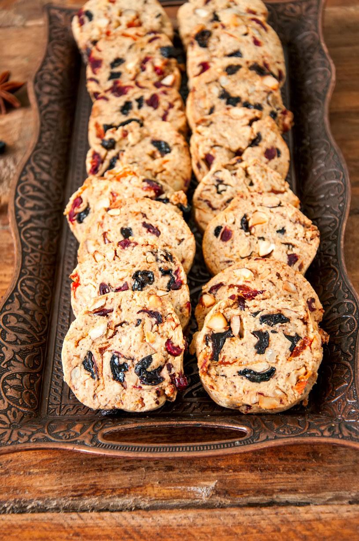 Do ciasteczek można dorzucić także rodzynki /123RF/PICSEL