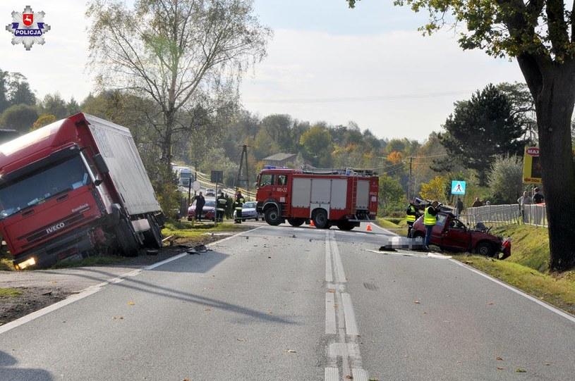 Do czołowego zderzenia doszło na prostym odcinku drogi /