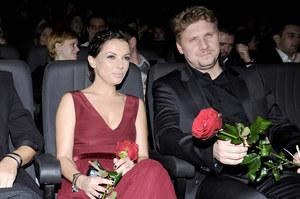"""Do kin 30 listopada wchodzi film """"Od pełni do pełni"""". Andrzej Nejman gra w nim jedną z głównych ról. Na zdjęciu z Katarzyną Glinką, która gra główną rolę w produkcji. /fot  /AKPA"""